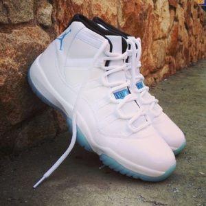 "Air Jordan 11 ""Legend Blues"""